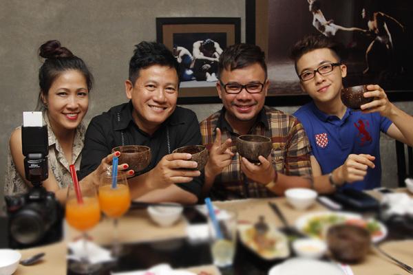Vợ chồng chuyên gia trang điểm Hạ My, nhiếp ảnh Quốc Huy, stylist Nguyễn Thiện Khiêm là những người hỗ trợ Lâm Vinh Hải thời gian qua.