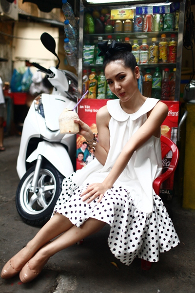 Thú vui la cà quán xá vỉa hè tạo những niềm vui nho nhỏ trong cuộc sống bận rộn của Phương Linh.