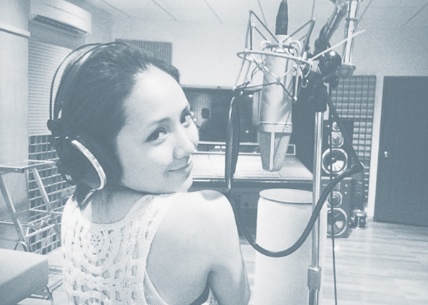 """Nữ ca sĩ """"Cơn gió lạ"""" được đồng nghiệp đánh giá cao bởi thái độ làm việc chuyên nghiệp, nghiêm túc."""