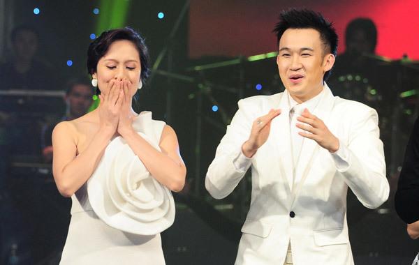 Thanh Thuý quá hồi hộp khi nghe công bố giải thưởng.