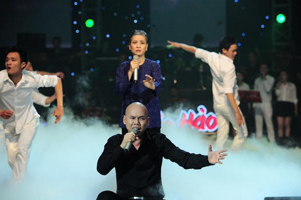 Phan Đinh Tùng và Cát Phượng đã biểu diễn rất xúc động bài