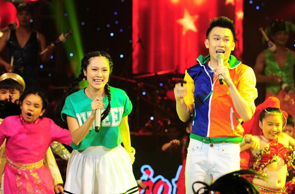 Thanh Thuý - Dương Triệu Vũ đã rất thành công với tiết mục mở màn The Cup of life.