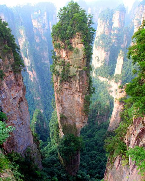 Núi Tianzi, Trung Quốc có hàng trăm khe nước và hàng ngàn các đỉnh núi hòa quyện lấy nhau đẹp như tranh vẽ. Ảnh: Richard Janecki