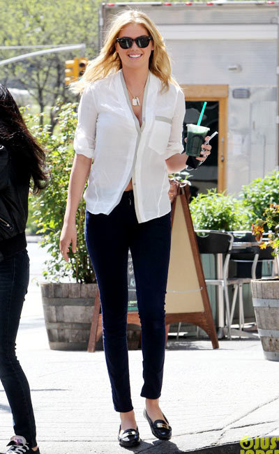 Kate Upton walking around the set of her new film The Other Woman on Thursday (May 2) in New York City.