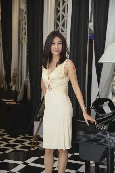 Tối 15/5, Hoa hậu Hà Kiều Anh là khách mời của đêm từ thiện 'Vết sẹo cuộc đời 4' do diễn viên Ngô Thanh Vân tổ chức.