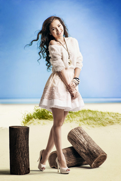 Gần đây, Phương Trinh thử sức với vai trò MC chương trình thời trang 'Phong cách và Cuộc sống'.