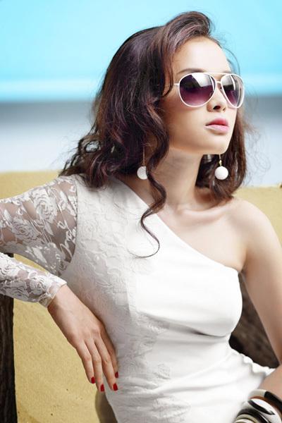 Phương Trinh được yêu mến ở cả hai lĩnh vực ca hát và đóng phim. Nhiều bộ phim truyền hình có sự tham gia của cô được khán giả quan tâm.