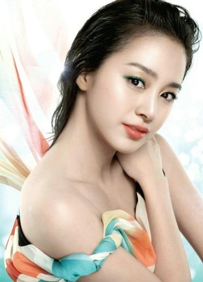 Khuôn mặt đẹp với đường nét tự nhiên như Kim Tea Hee.