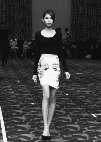 - 70 trang phục được chia theo thành từng phân đoạn trong ngày các model sẽ hoá thân thành những phụ nữ lãng mạn, thông minh, tự tin & hợp mốt& ở đó ai cũng có bí quyết riêng để toả sáng, để thành công trong công việc, cuộc sống riêng của mỗi người.