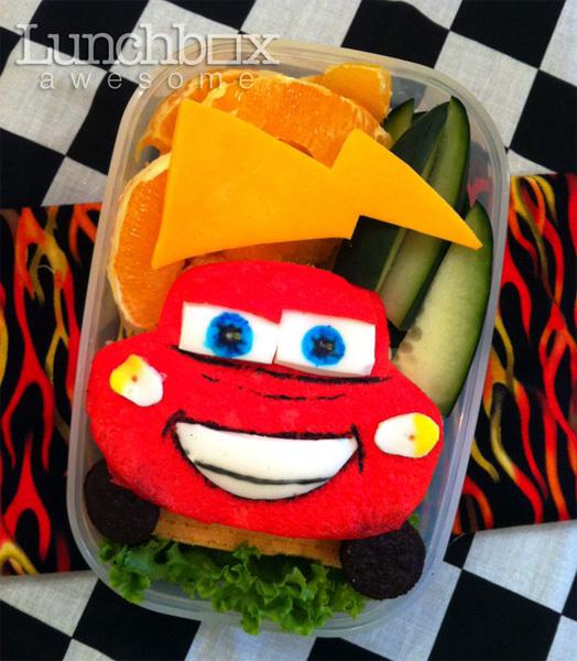 """Ô tô đỏ rực trong bộ phim """"Cars""""."""