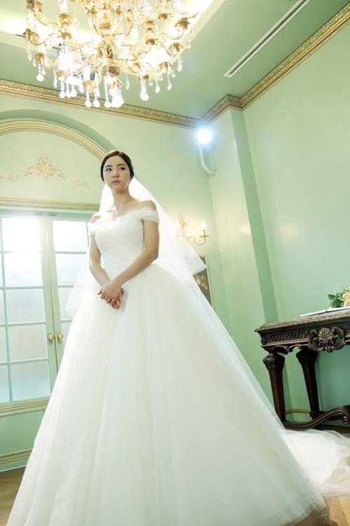 """Shin Se Kyung trở thành cô dâu trong bộ phim """"When a man love"""", đóng cùng tài tử Song Seung Hung."""