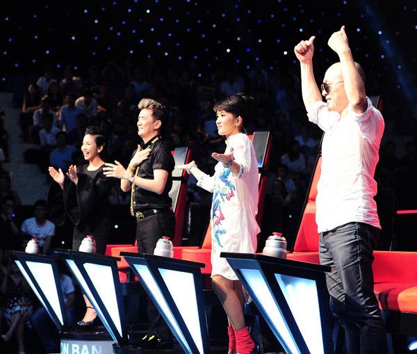 Bốn huấn luyện viên đã bộc lộ cá tính riêng sau tập 1 vòng 'Giấu mặt'. Ảnh: Lý Võ Phú Hưng