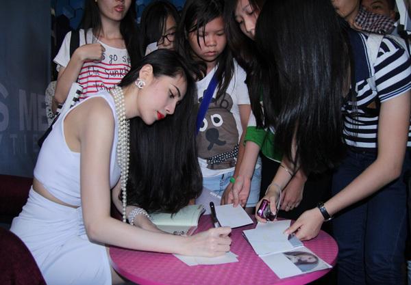 Cô vui mừng khi sản phẩm mới được khán giả đón nhận và lượng fan ngày càng đông đảo.