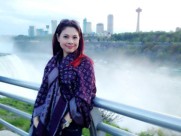 Lần đầu tiên hát tại Buffalo, nơi có thác Niagara hùng vĩ và đẹp quá! Kg thể kg chụp hình ở nơi này...