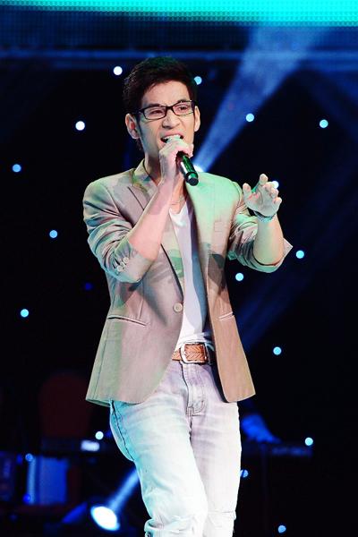 Đoàn Mạnh Thắng, sinh năm 1988 là thí sinh có giọng hát khá đặc biệt. Trong tập 1, anh chọn ca khúc 'My love' của Justin Timberlake