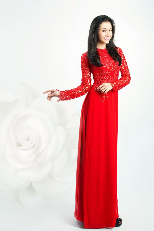 Áo dài đỏ luôn là lựa chọn hàng đầu cho các cô dâu trong ngày trọng đại bởi