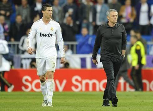 Cả Ronaldo và HLV Mourinho đều bị đuổi trong trận chung kết Cup Nhà vua. Ảnh:
