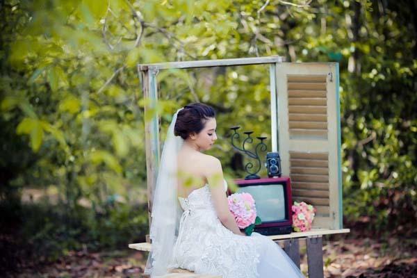 Chọn váy cưới chụp ảnh ngoại cảnh