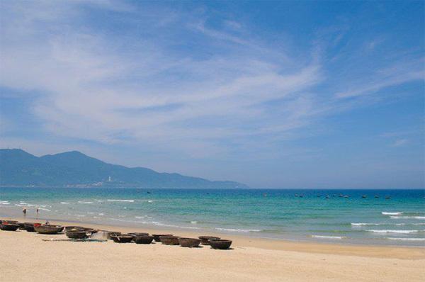 """Những bãi biển ở Đà Nẵng dài, đẹp và dịch vụ rất tốt, không có tình trạng """"chặt chém"""" như nhiều nơi khác."""
