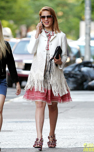 Dianna Agron chats on her cell phone while out shopping with a gal pal on Friday (May 17) in the Soho neighborhood of New York City. Tthe 27-year-old Glee actress.