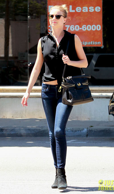 Emily VanCamp shows off a bit of midriff in a black tied-up top while heading out to lunch on Tuesday (May 14) in Los Angeles. The day before, the 27-year-old Revenge star.