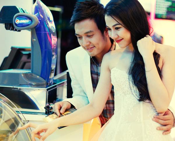 Bộ ảnh do stylist Nguyễn Thiện Khiêm thực hiện. Trang phục của nhà thiết kế Anh Thư.