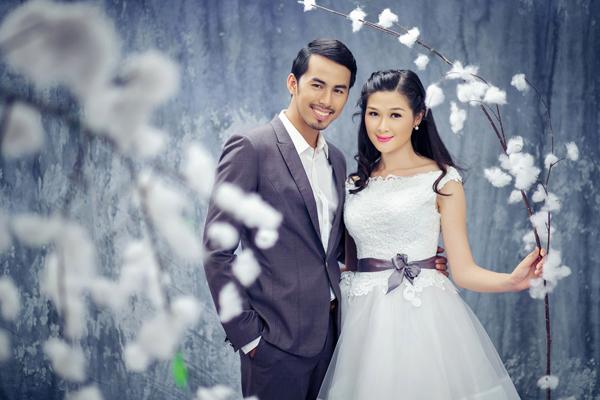 Mạc Anh Thư tươi trẻ với váy cưới ngắn