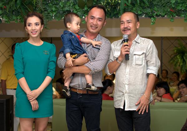 Diễn viên Hoàng Sơn cũng tới chia vui với đàn em Thu Trang - Tiến Luật.