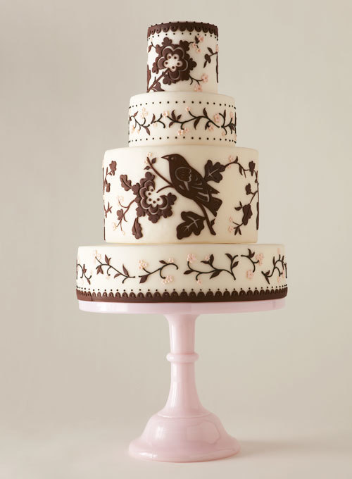 Với những cô dâu cá tính, bánh cưới sắc màu độc đáo sẽ là lựa chọn thú vị.