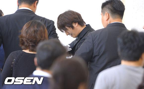 Đại diện của Son Ho Young cho biết, tài tử này tạm dừng mọi hoạt động để tham gia lễ an táng cho người yêu quá cố.