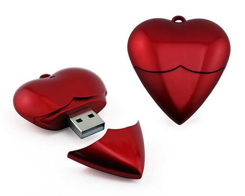 USB trái tim đỏ đẹp mắt.