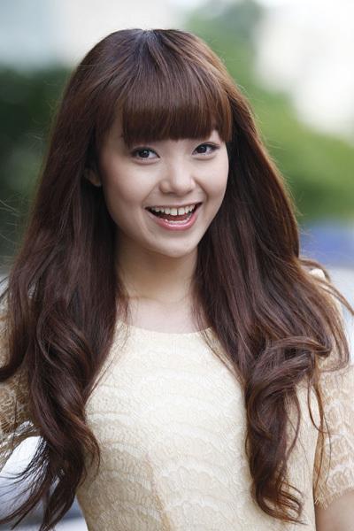 Vì vậy, cô quyết định đi mua bộ tóc giả, 'cải trang' thành một cô gái xinh đẹp.