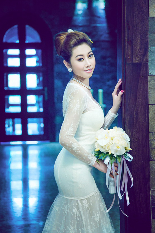 Váy cưới biến tấu với họa tiết ren