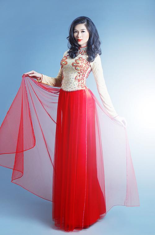 Màu sắc áo dài cưới năm nay cũng rất đa dạng khi kết hợp với