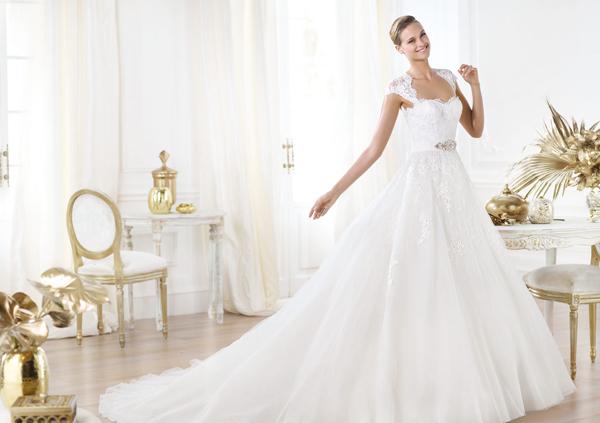 Váy cưới Tây Ban Nha kín đáo, sang trọng