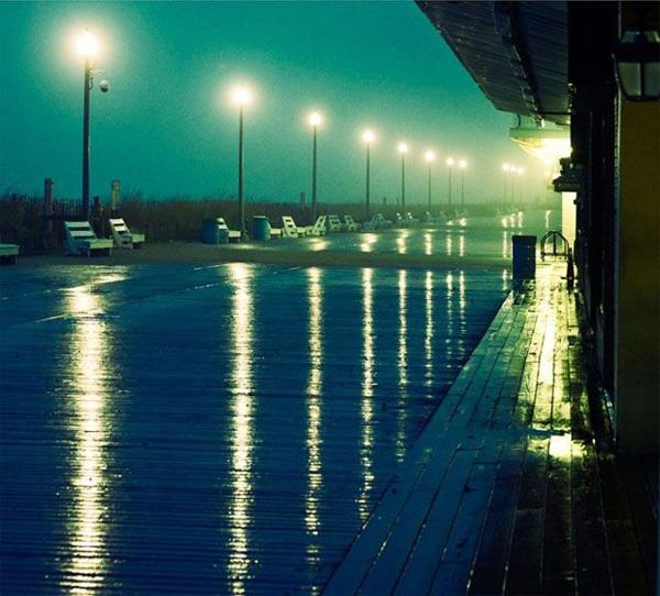 Từ những con đường ướt mưa,