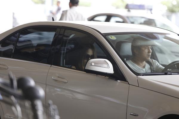 Quỳnh Thy rất kín tiếng trong chuyện tình cảm nên gần như không tiết lộ thông tin gì về người yêu trên báo chí. Tuy nhiên, hình ảnh thân mật