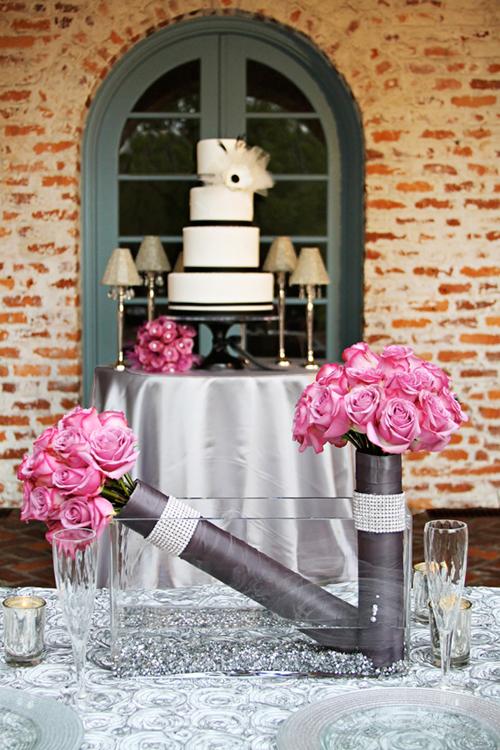Tiệc cưới lãng mạn với sắc hoa hồng tím