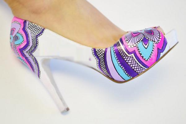 Vì là giày cưới nên cô dâu tránh tông đen
