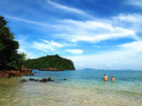 Krabi là điểm đến ít người biết đến ở Thái Lan nhưng rất xinh đẹp và yên bình.