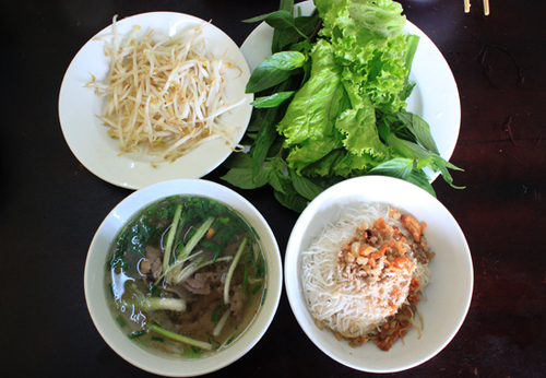 Phở khô Pleiku là một trong 50 món ăn đặc sản của Việt Nam.