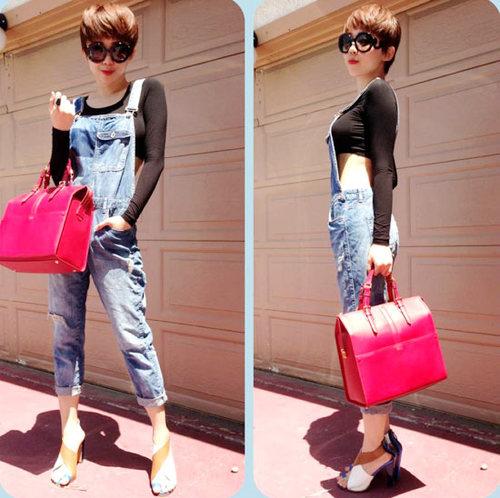 Cô nàng cũng cập nhật xu hướng quần yếm xắn gấu cực hot và mix ấn tượng cùng crop-top đen dài tay.
