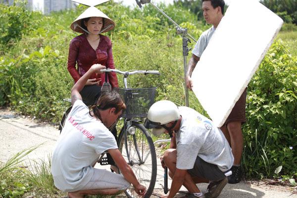 Đây là vai diễn gần thứ 20 của Phương Thanh trong các phim điện ảnh và truyền hình. Nữ ca sĩ hợp với những dạng vai phụ nữ có nhiều trắc trở trong cuộc đời. Những vai diễn trước của Phương Thanh đều gây chú ý bởi lối diễn xuất nội tâm sâu sắc. Hiện, cô đang được yêu thích với vai bà Chóp trong phim 'Về quê' phát sóng trên HTV7 mỗi buổi tối trong tuần.