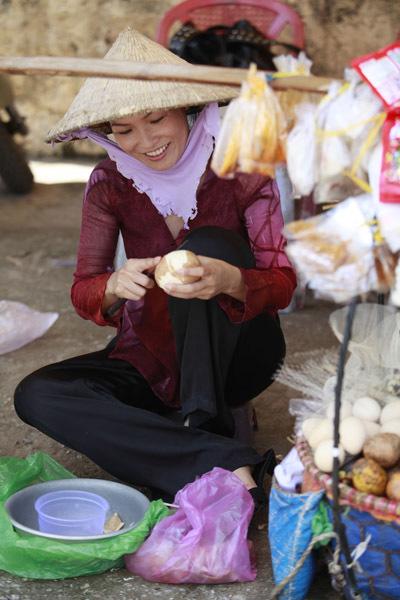 Số phận nhân vật của Phương Thanh: là người phụ nữ vất vả đầy nỗi đau và nước mắt, làm nghề buôn bán lặt vặt, bán nước mía, café cóc ven đường. để kiếm tiền nuôi con và chồng.
