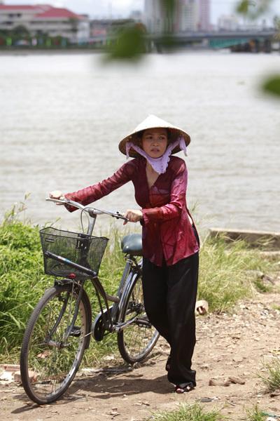 Vì chữ hiếu với bà nội, nên Phương Thanh phải cam chịu.