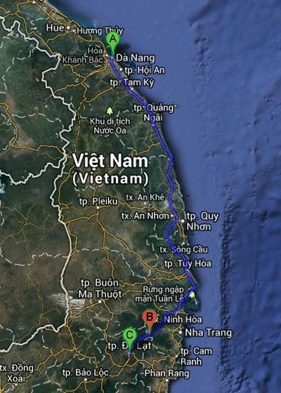 Chiếc xe khách xuất phát từ Đà Nẵng đi Đà Lạt. Trên đường quay về, xe chạy đến xã Sơn Thái, huyện Khánh Vĩnh, Khánh Hòa (điểm B) thì gặp nạn.