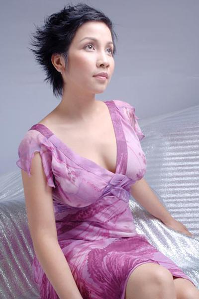 Vẫn mái tóc ngắn đặc trưng nhưng khoảng thời gian năm 2007  2009, Mỹ Linh dường như đến độ chín của nhan sắc. Chị đằm thắm, quyến rũ hơn từ trên sân khấu đến đời thường. Người đẹp cũng dần biết chọn trang phục giúp tôn dáng, che khuyết điểm hơn.