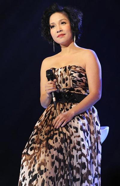 Mỹ Linh cho thấy tuổi tác chỉ là con số. Vẫn mái tóc ngắn, khó tin được rằng, cô ca sĩ này đã có đến 20 năm trong nghề.