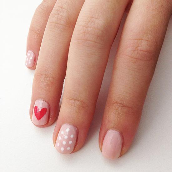 Móng tay với họa tiết đa dạng trên mỗi ngón là cách để cách nàng tạo được sự chú ý của người đối diện.