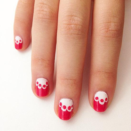 Kiểu móng tay lấy cảm hứng từ họa tiết ren tạo cảm giác tươi vui, nữ tính.